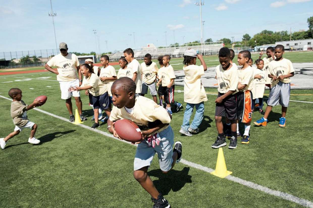 Kids enjoyed all the football activities led my former football start Richard �Richie� Glover.